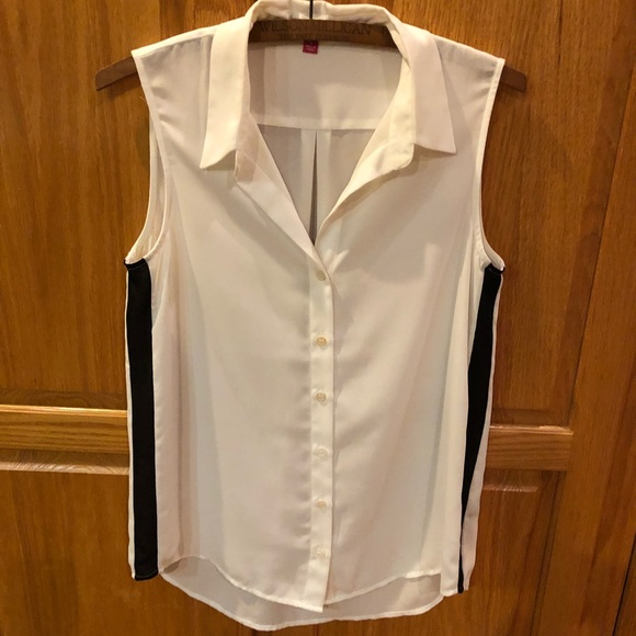 d6fa3c05403 Vince Camuto Tops | Sleeveless Button Down Blouse | Poshmark